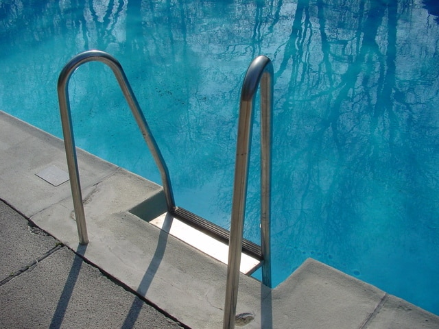 pool-1462764-640x480