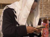 old-jew-near-the-wall-in-jerusalem-1431524-640x480